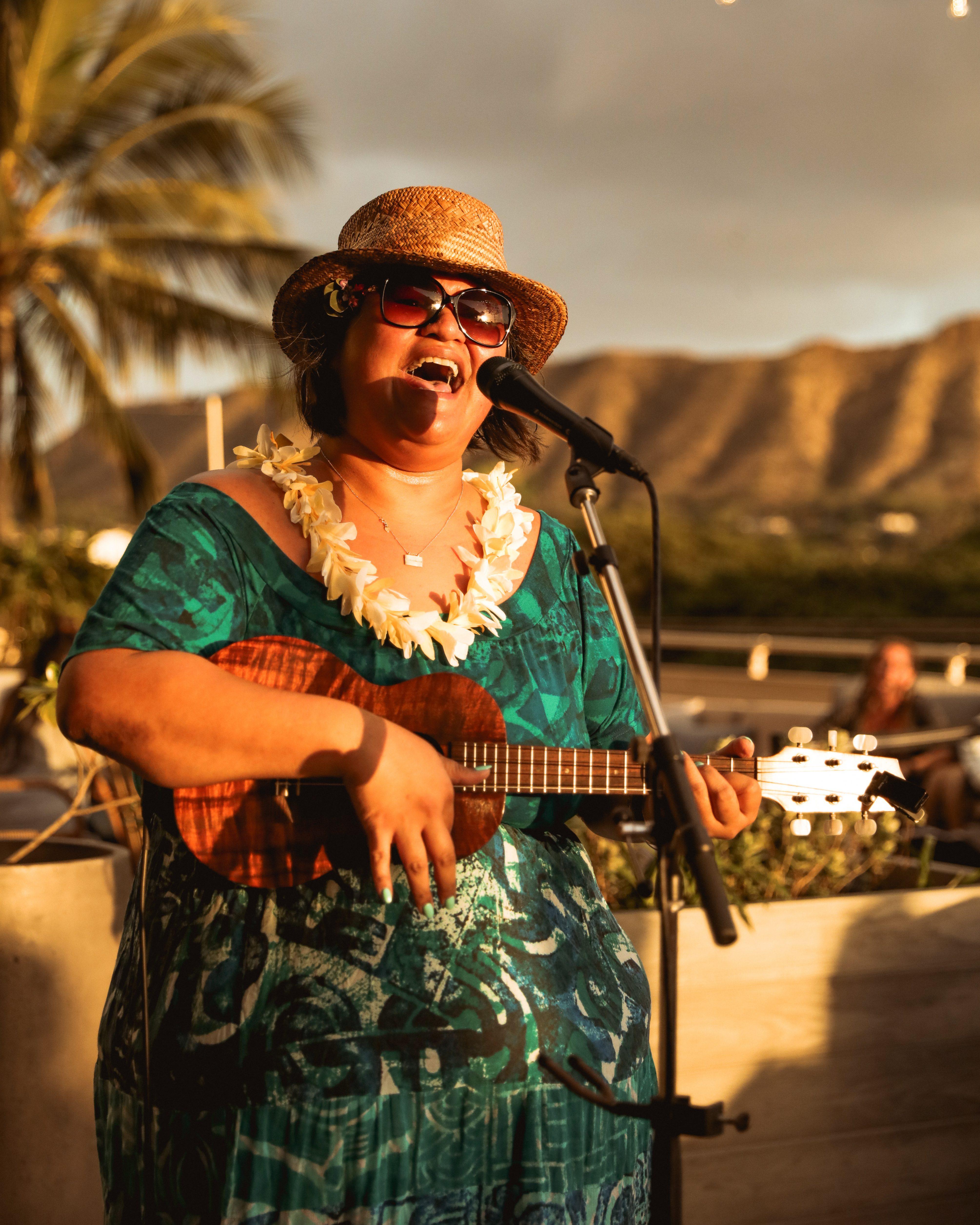 Paula Fuga Singing